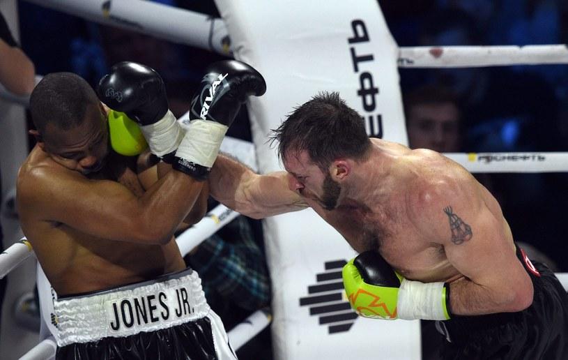 Roy Jones (z lewej) w walce z Enzo Maccarinellim /AFP