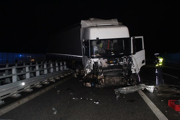 Rozbita ciężarówka na A1 /www.wloclawek.kujawsko-pomorska.policja.gov.pl /Policja