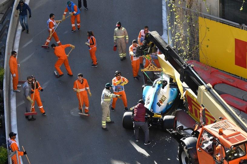 Rozbite auto Roberta Kubicy /AFP/AFP ALEXANDER NEMENOV /AFP