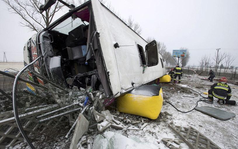 Rozbity autokar, który wiózł kibiców Lechii Gdańsk /Tytus Żmijewski /PAP