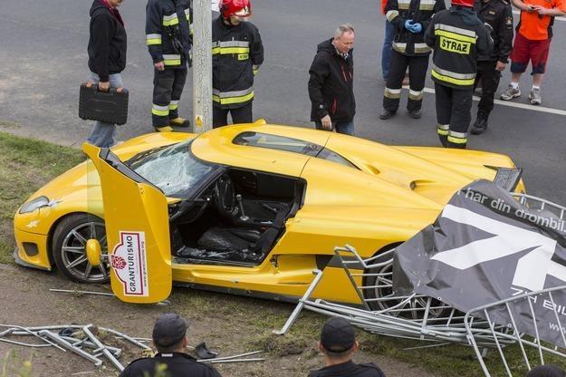 Rozbity samochód Normana M. /PAP