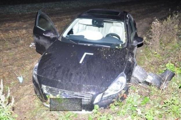 Rozbity samochód Piotra Adamczyka /fot. www.kwp.lublin.pl  /materiały prasowe