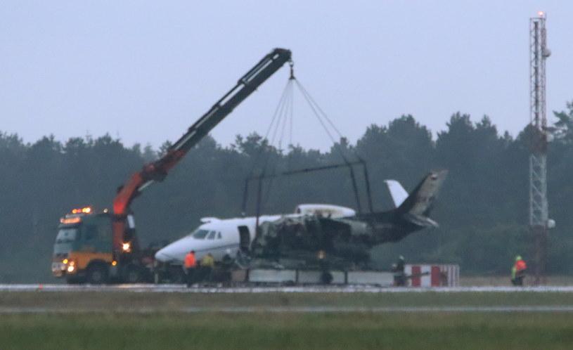 Rozbity samolot na duńskim lotnisku /OEXENHOLT FOTO /PAP/EPA