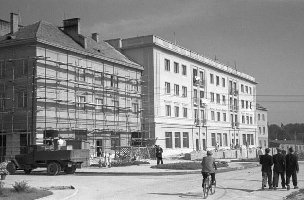 """Rozbudowa miasta Tychy w ramach projektu """"Nowe Tychy"""", 1955 /Roman Wionczek /East News"""