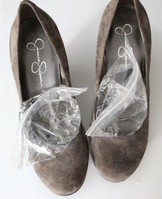rozciąganie butów /© Photogenica