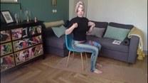 Rozciągnij się na krześle