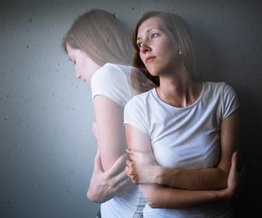 Rozdwojenie jaźni: Objawy, przyczyny, jak leczyć?