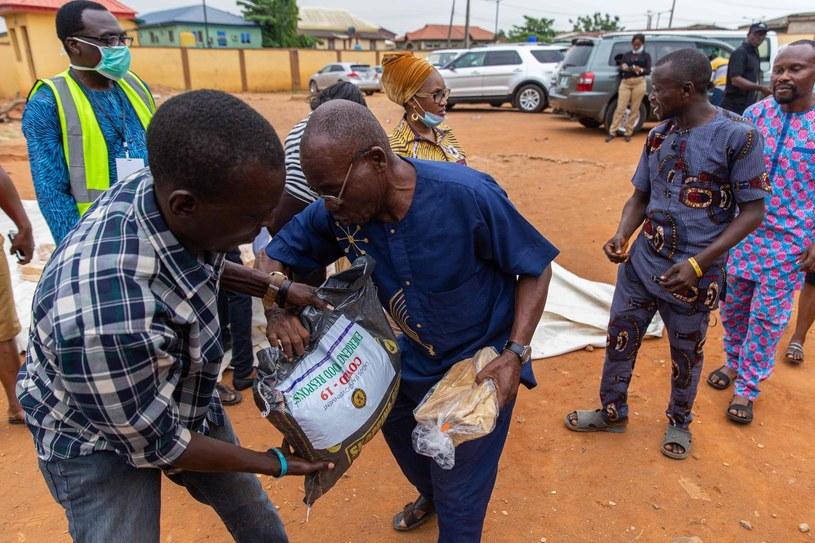 Rozdzielanie pomocy humanitarnej w związku z kryzysem spowodowanym przez koronawirusa /IBEABUCHI BENSON UGOCHUKWU /AFP