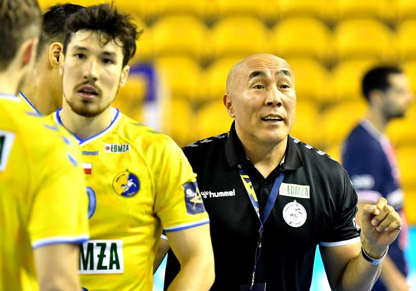 Rozgrywający Alex Dujshebaev (z lewej) i trener drużyny Łomża Vive Kielce Tałant Dujszebajew / Piotr Polak    /PAP
