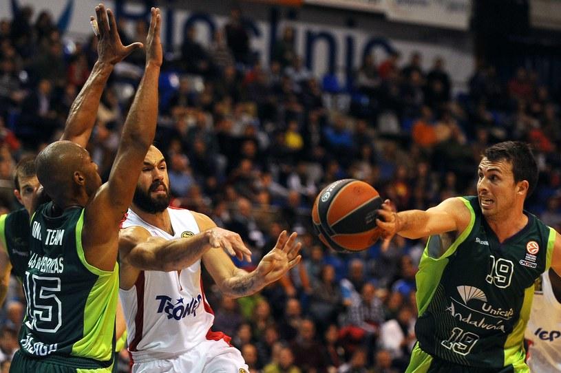 Rozgrywający Olympiakosu Pireus Vassilis Spanoulis (w środku) /AFP