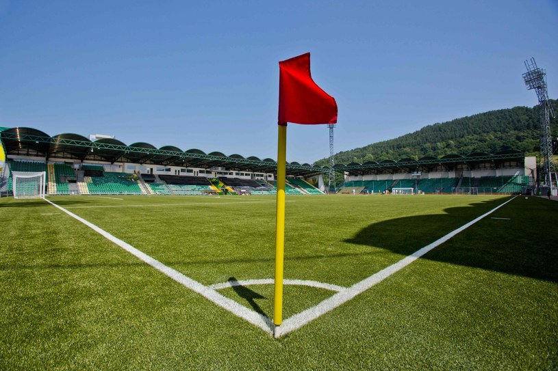 Rozgrywki piłkarskie powoli powracają /AFP