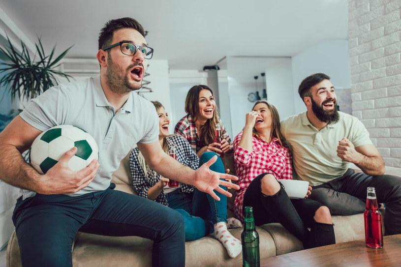Rozgrywki sportowe wymagają telewizora najwyższej jakości /123RF/PICSEL