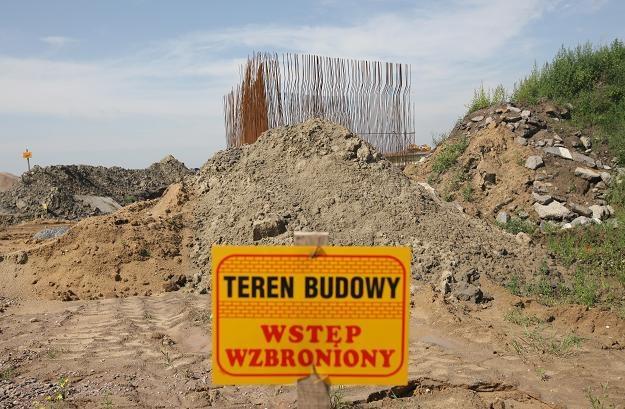 Rozgrzebana budowa A2 w Wiskitkach (Mazowieckie) /PAP