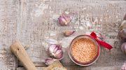 Rozgrzewająca zupa krem z soczewicy i serem kremowym