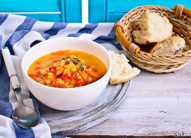 Rozgrzewająca zupa z soczewicy /123RF/PICSEL