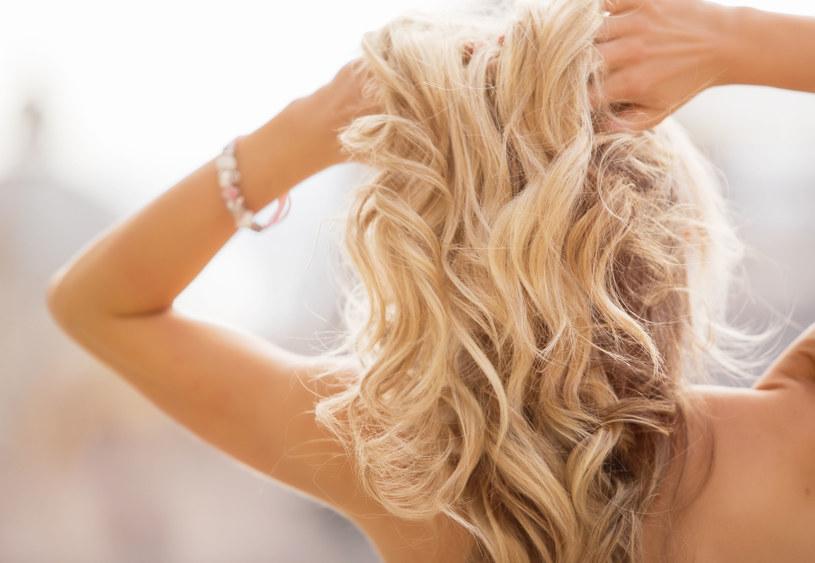 Rozjaśniane włosy wymagają szczególnej pielęgnacji /123RF/PICSEL