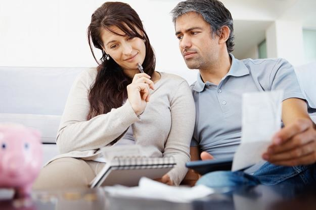 Rozliczając się wspólnie z małżonkiem można obniżyć podatek o kilka tysięcy /© Panthermedia