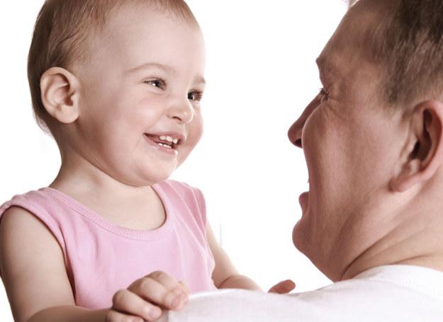 Rozmawiaj z dzieckiem poprawnie wypowiadając słowa /123RF/PICSEL
