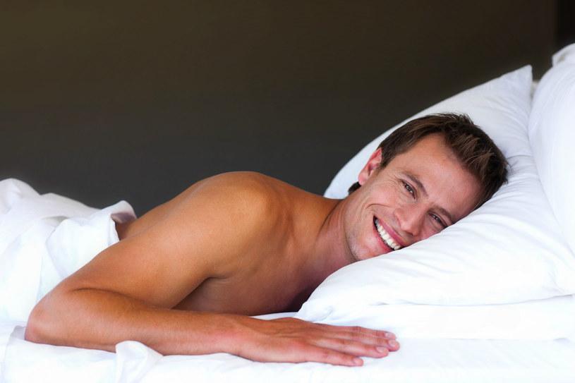 Rozmowa na temat tego, co ci się przyśniło zbliży was do siebie i otworzy na konwersacje o waszych potrzebach w łóżku /123RF/PICSEL