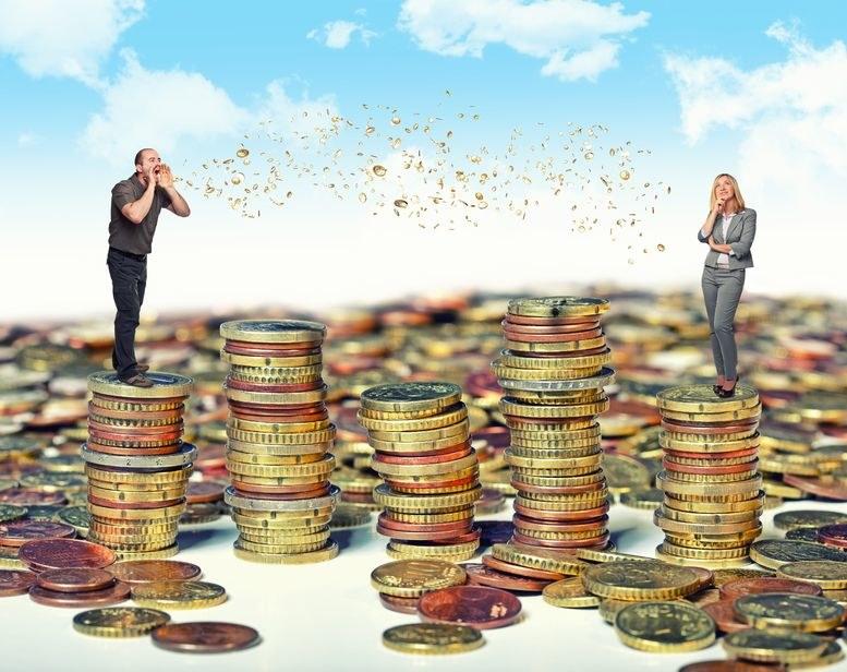 Rozmowy o pieniądzach w miejscu pracy? Nie lubimy porównywać pensji ze współpracownikami /123RF/PICSEL