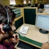 Rozmowy telefoniczne przez internet zyskują coraz wiecej zwolenników /AFP