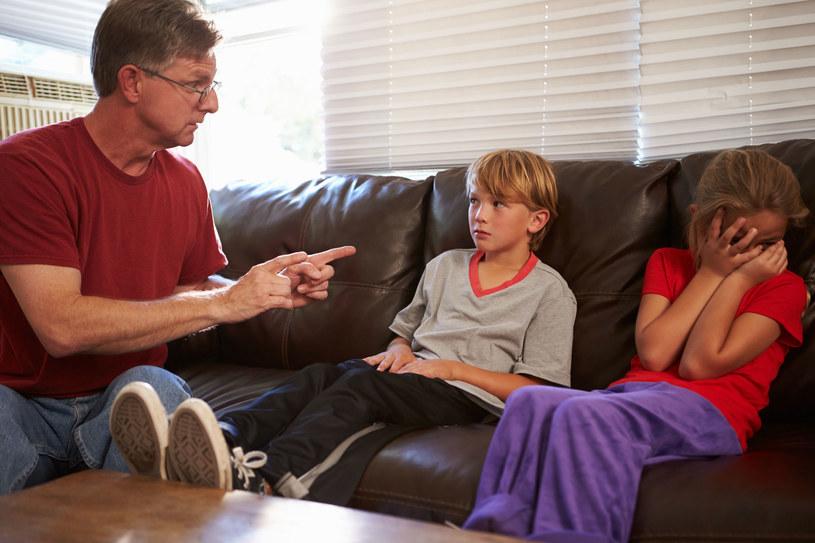 Rozmowy z dziećmi muszą przebiegać w spokojnej atmosferze /123RF/PICSEL