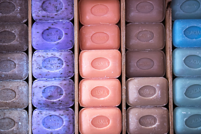Różne mydła marsylskie /©123RF/PICSEL