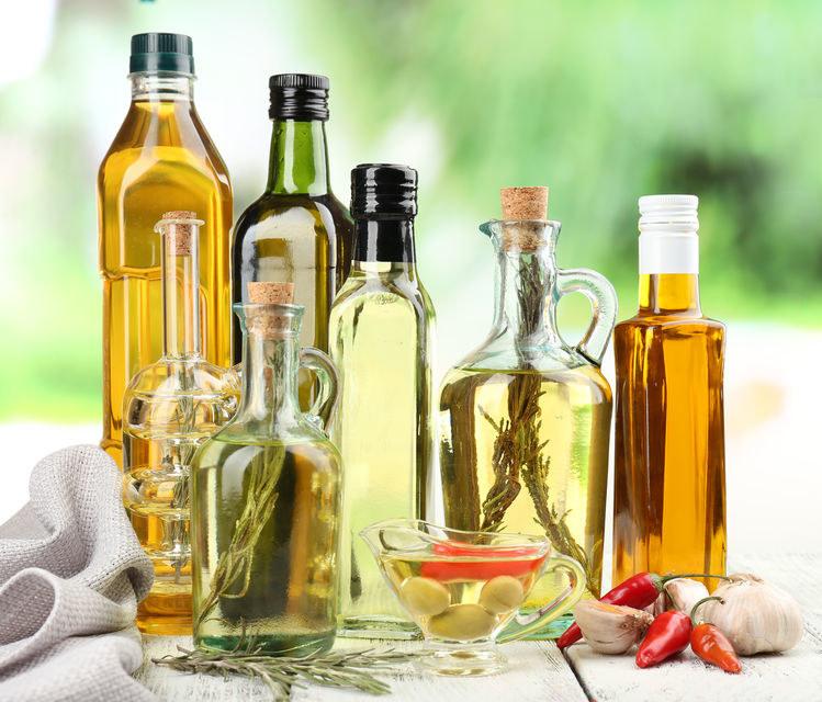 Różne rodzaje olejów /©123RF/PICSEL