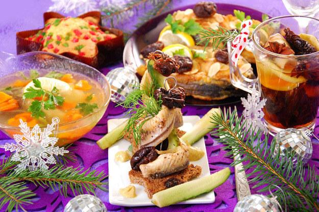Różne są tradycje i zwyczaje dotyczące wigilijnych potraw /123RF/PICSEL