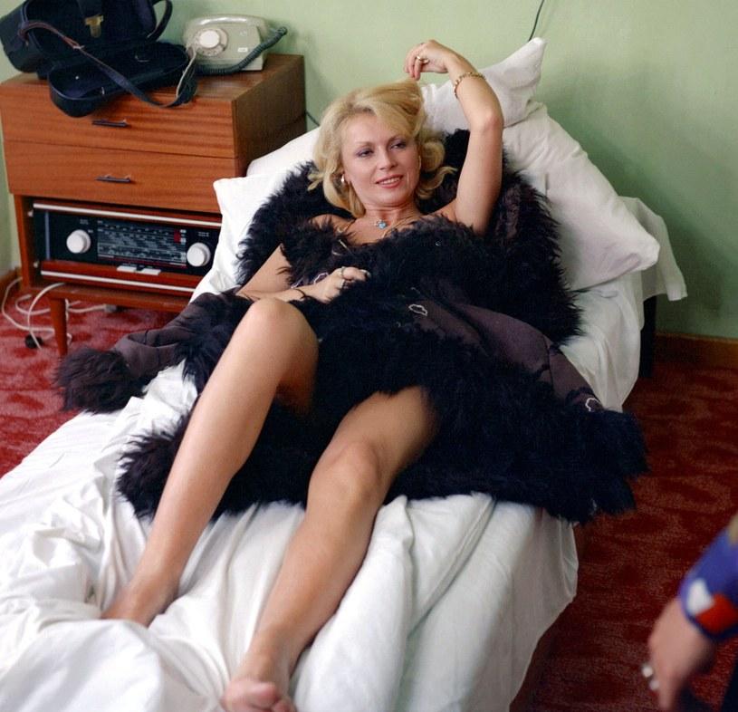 """Roznegliżowana Ewa Wiśniewska nie została """"wycięta"""" z filmu """"Co mi zrobisz, jak nnie złapiesz"""" /East News/POLFILM"""