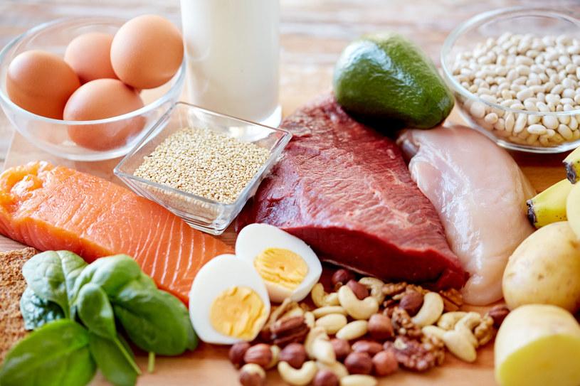 Różnorodna, zdrowa dieta uchroni nas przed niedoborami żelaza /123RF/PICSEL
