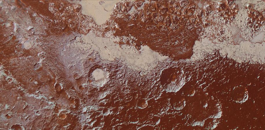 Róznorodność powierzchni Plutona / NASA/JHUAPL/SwRI /materiały prasowe
