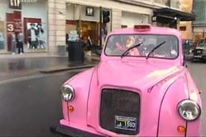 Różowa taksówka w Londynie