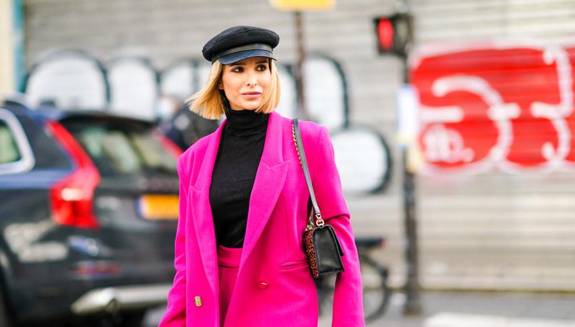 Różowe garnitury. Moda czy sprawa polityczna?
