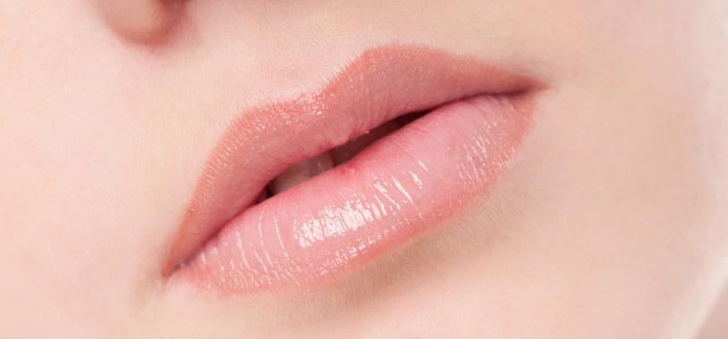 różowe usta /© Photogenica