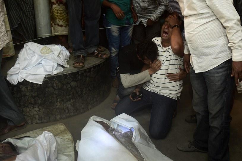 Rozpacz rodzin ofiar przewrócenia się promu /AFP