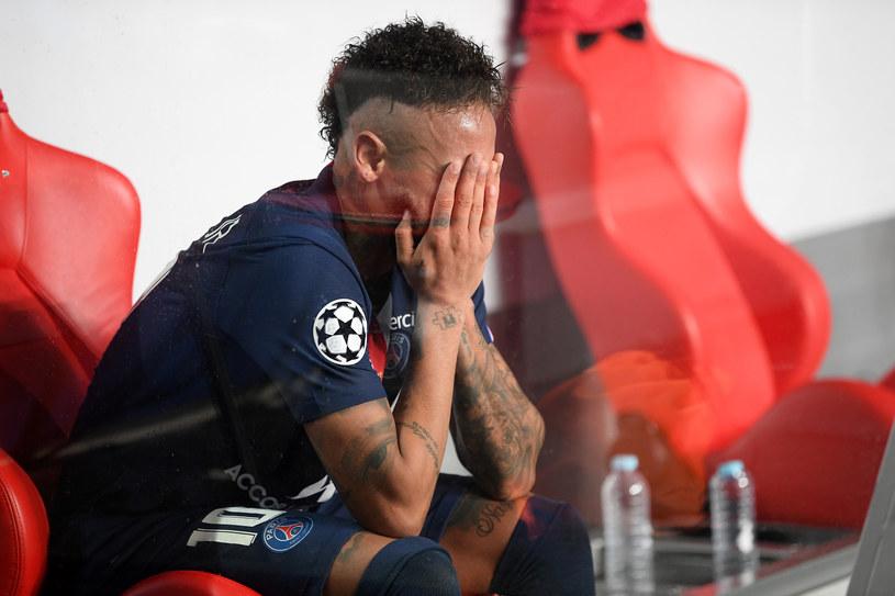 Rozpaczający Neymar po porażce w finale Ligi Mistrzów z Bayernem Monachium /Getty Images