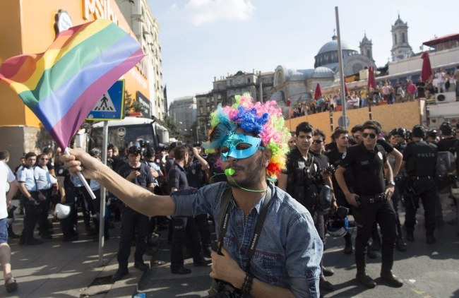 Rozpędzili paradę gejów, 5 osób zatrzymanych /PAP/EPA/TOLGA BOZOGLU /PAP/EPA