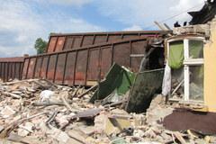 Rozpędzony wagon wbił się w budynek dworca