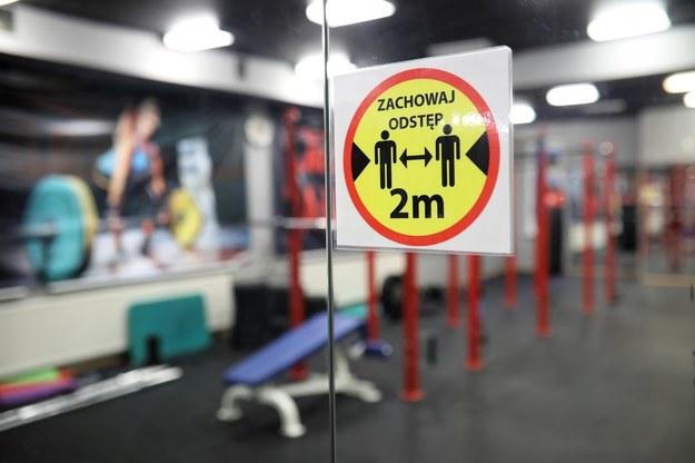 Rozporządzenie: Od 29 maja ponowna działalność klubów fitness i siłowni oraz basenów / Leszek Szymański    /PAP