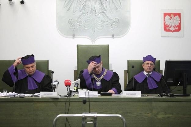 Rozprawa w Izbie Dyscyplinarnej Sądu Najwyższego. Na zdjęciu: sędziowie Adam Tomczyński i Ryszard Witkowski oraz ławnik Jacek Leśniewski (4 lutego 2020) / Leszek Szymański    /PAP