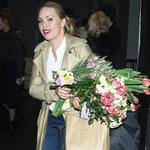 Rozpromieniona Magdalena Stużyńska na premierze spektaklu