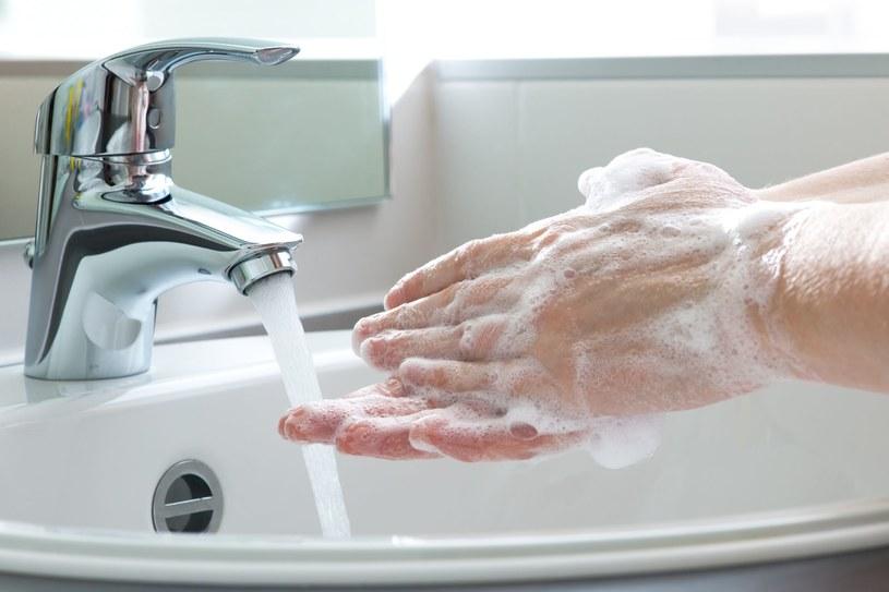 Rozprzestrzenianiu się wirusów sprzyja m.in. nieprzestrzeganie podstawowych zasad higieny /123RF/PICSEL