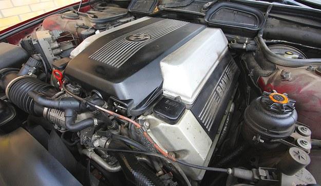 Rozsądne optimum – jeśli tak można napisać w przypadku BMW serii 7. 8 cylindrów, pojemność 3,5 l, realne średnie zużycie paliwa ok. 11 l/100 km. /Motor