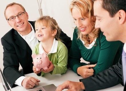 Rozsądni rodzice wiedzą jednak, że czas biegnie szybko, a ich dzieci kiedyś się usamodzielnią /© Panthermedia