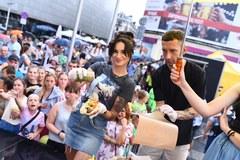 Rozśpiewane hot dogi podczas Wakacyjnego zlotu gwiazd w Katowicach