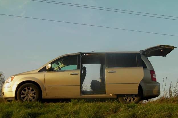 Rozsuwane elektrycznie  drzwi to wielki autu tego auta /INTERIA.PL