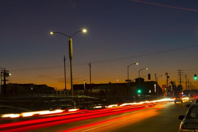 Rozwiązanie inteligentnego oświetlenia ulic - Zero Site - integruje sprzęt telekomunikacyjny ze słupami oświetleniowymi /materiały prasowe