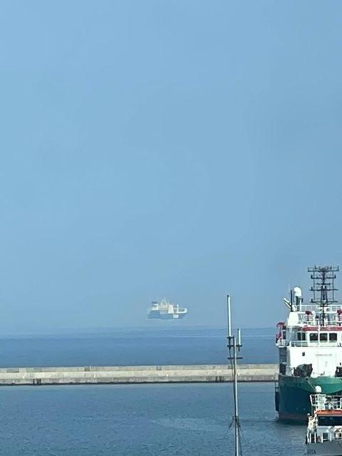 Rozwiązanie zagadki tego tajemniczego, lewitującego statku przynosi nauka /Maciej Dziurkowski /