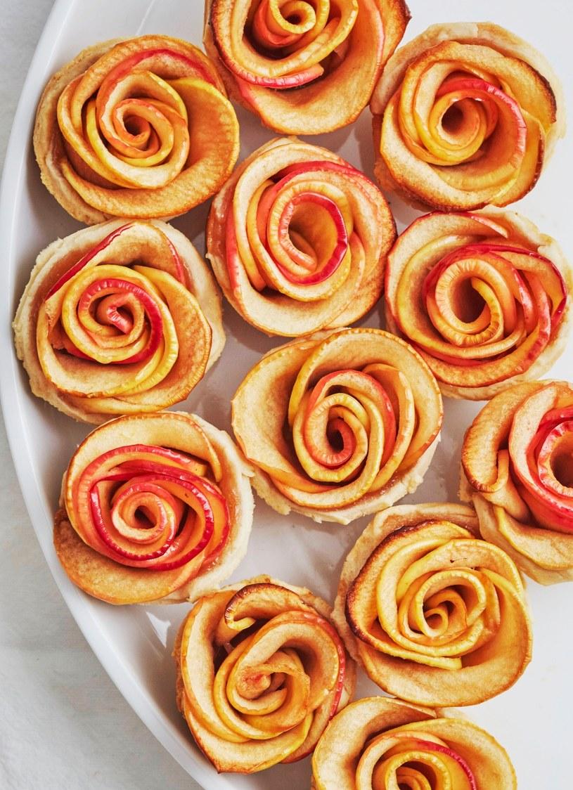 różyczki z jablek /© Photogenica